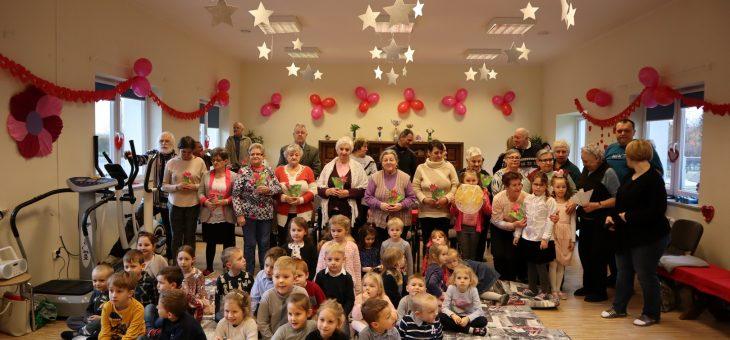 Dzień Babci i Dziadka – wizyta dzieci z ZSP w Klebarku Wielkim